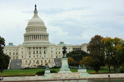 参议院再度批准法案 现货黄金反弹失败