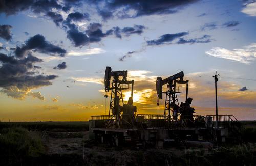 油田重啟油價承壓,黃金1700下方震盪