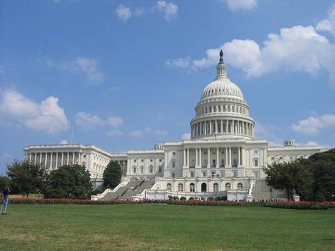 白宮否認廢除薪酬稅 黃金價格持續反彈